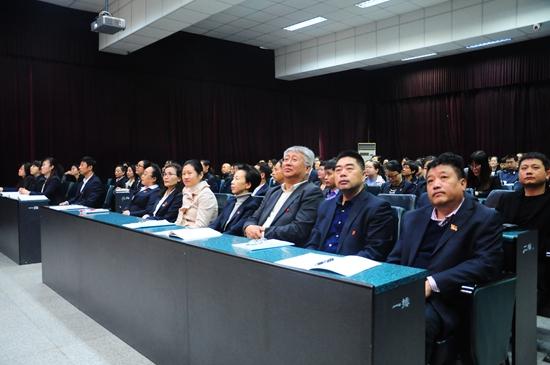 市教育局李红岩同志到我校与全体师生共同观看开幕盛况-鞍山市第三图片